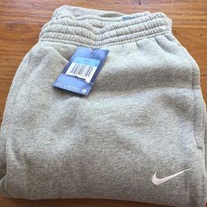 Nike men's medium sweatpants classic fit pockets